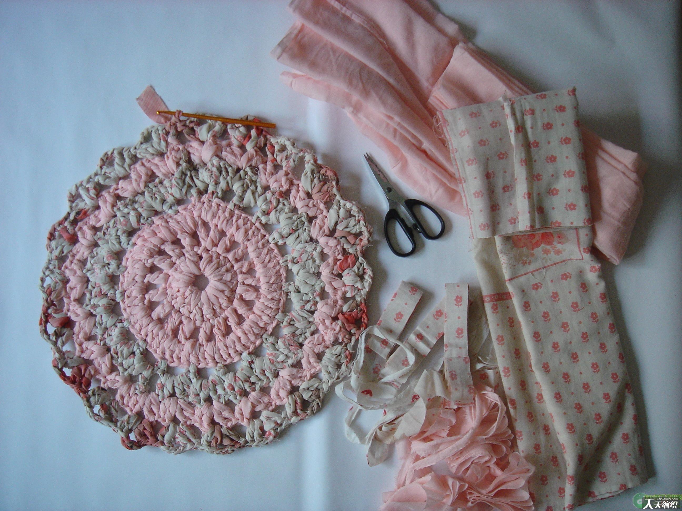 钩针编织坐垫步骤,钩针编织坐垫欣赏 旧床罩改成漂亮的坐垫高清图片