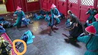 《龙珠传奇》穿帮:尴尬了!到一半手机掉在地上了
