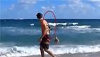 惊!男子下海游泳上岸后背有它