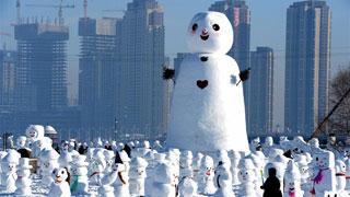 哈尔滨:2018个雪人亮相