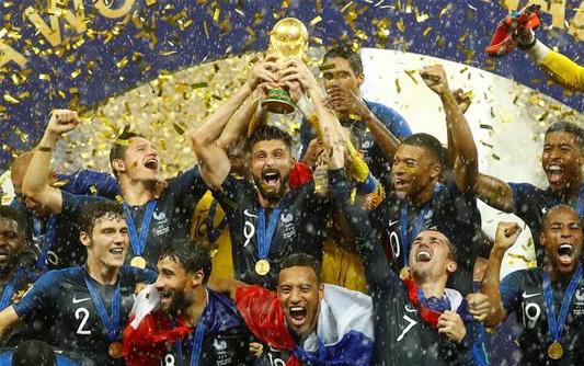 法国4-2大胜克罗地亚 时隔20年再夺世界杯冠军新