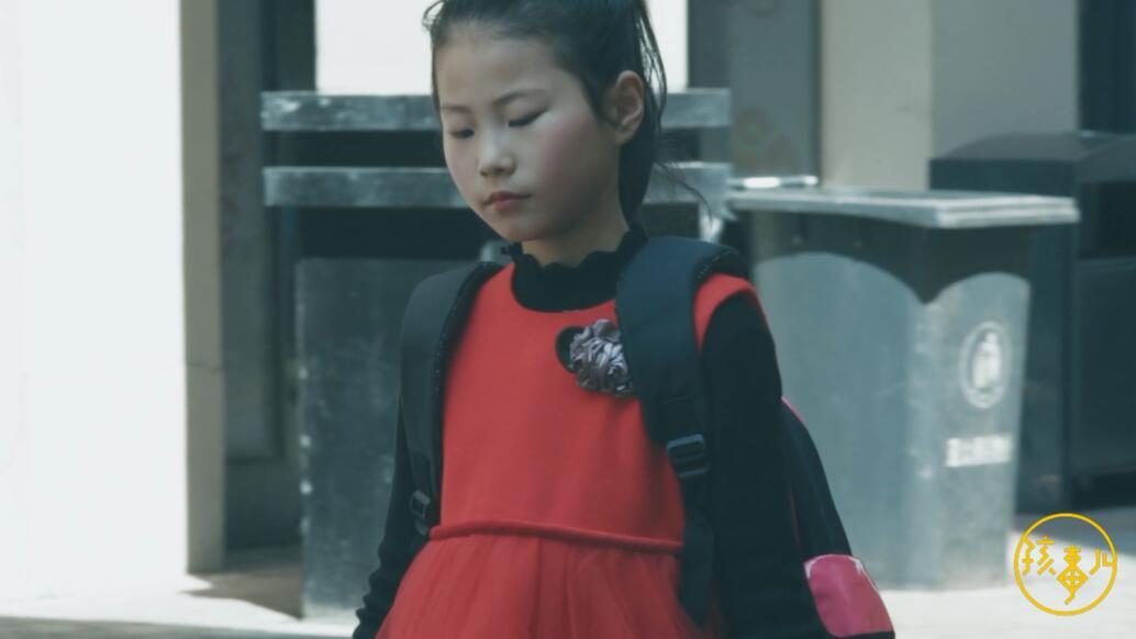 """孩事儿_20180423_只因同学弄脏了自己的书,十岁女生开始了长长的""""复仇""""计划"""