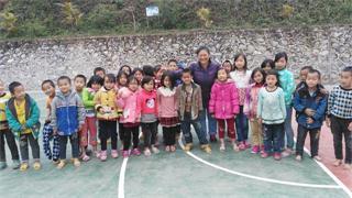 女子40年资助86个孩子 其中20人上了清华北大