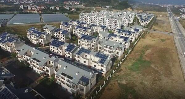 屋顶光伏发电 助力农户增收