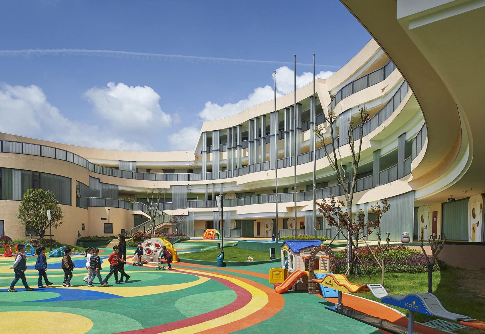 加大新建改扩建幼儿园力度
