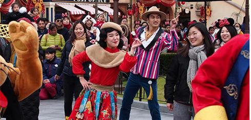 """上海迪士尼开启""""奇妙中国年""""迎新春"""