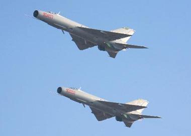 中国海军航空兵多种武器对海射击训练