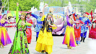 北京:盛装巡游