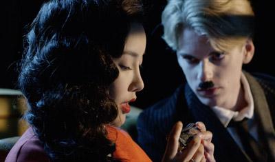 《暮光·巴黎》 主题曲MV