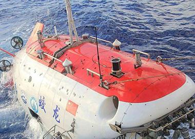 我国首艘载人潜水器支持母船下水