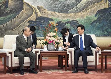 栗战书会见日本参议院代表团