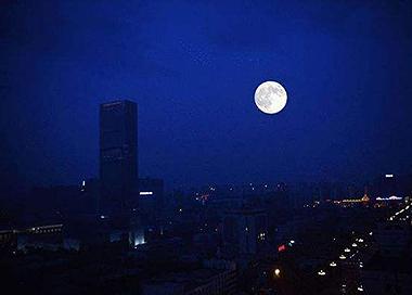 """""""超级月亮""""21日将再次现身天宇"""