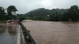 四川特大暴雨河水猛涨