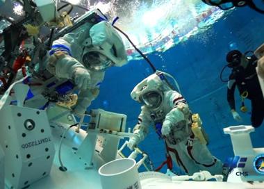 神舟十二号飞行乘组水下训练影像公布